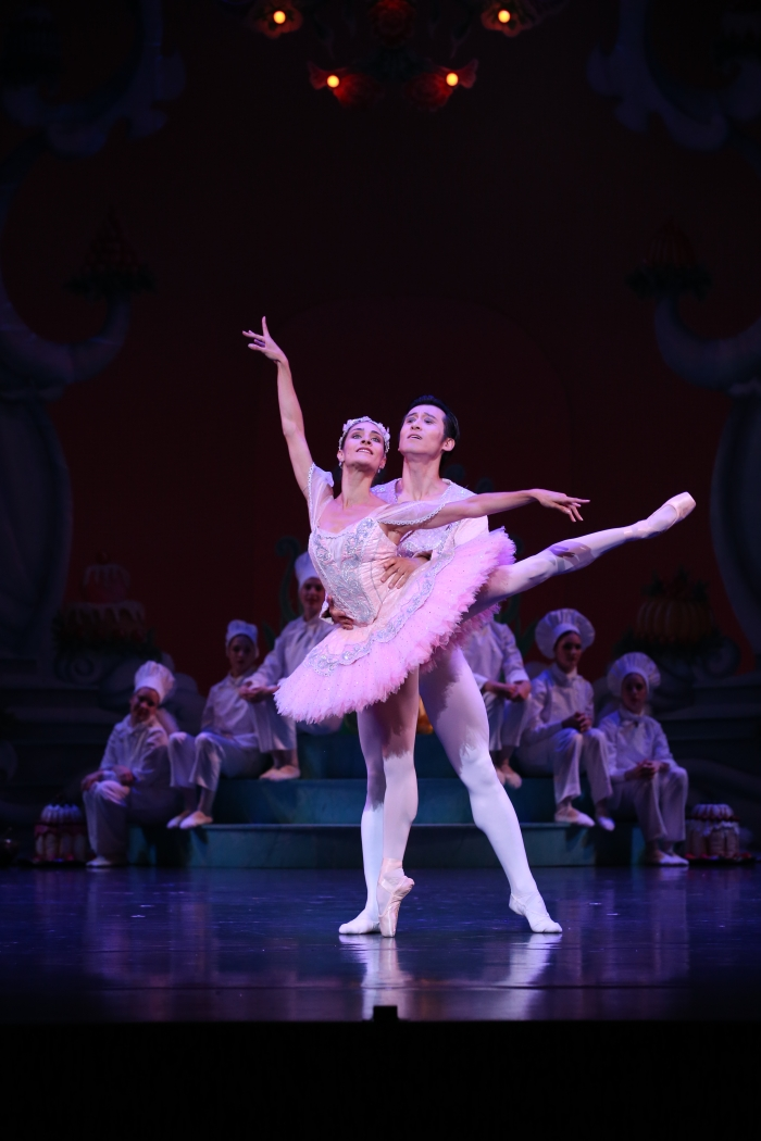 Queensland Ballets The Nutcracker. Guest Artist Qi Huan and Principal Dancer Laura Hidalgo. Image David Kelly